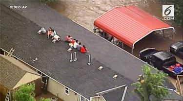 Banjir bandang melanda wilayah kansas. Banjir terjadi akibat meluapnya sungai di wilayah tersebut.