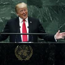 Donald Trump menolak menanggapi pertanyaan wartawan tentang kemungkinan intervensi militer dari pimpinan AS ke Venezuela. (Richard Drew / AP)