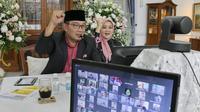 Gubernur Jabar Ridwan Kamil saat gelar griya atau open house secara daring dari rumah dinasnya di Kota Bandung, Minggu (24/5/2020). (Foto: Humas Jabar)