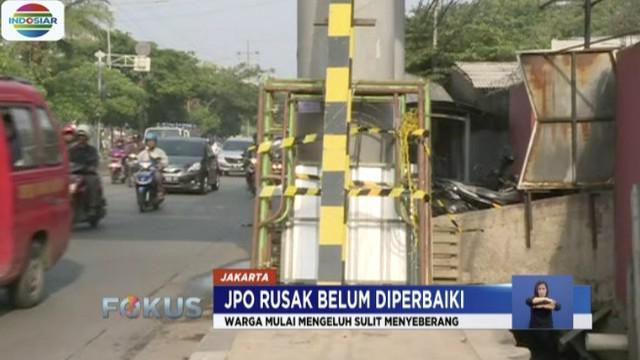 Warga berharap, pihak terkait segera memperbaiki kerusakan JPO ini karena dianggap sangat dibutuhkan masyarakat luas.