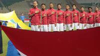 Pemain Timnas Indonesia U-23 saat melawan Suriah U-23 pada laga persahabatan di Stadion Wibawa Mukti, Bekasi, Rabu (16/11/2017). Indonesia kalah 2-3. (Bola.com/NIcklas Hanoatubun)