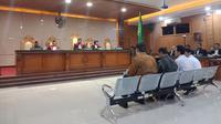 Empat terdakwa perkara suap perizinan proyek Meikarta menjalani sidang dengan agenda pledoi dan replik di Pengadilan Tipikor Bandung. (Huyogo Simbolon)