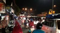 Kemacetan panjang terjadi di ruas antara Purwokerto-Ajibarang, sudah mulai terjadi sejak Senin malam, 18 Juni 2018. (Liputan6.com/Harsono/Muhamad Ridlo)