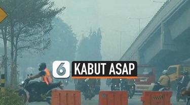Kabut asap yang masih menyelimuti Kota Palembang mulai berdampak pada perekonomian warga. Sejumlah pedagang mengaku mulai sepi pembeli.