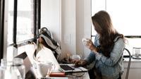 Urusan kantor kerap kali terbawa ke kehidupan pribadi. Lantas, bagaimana cara menyikapinya? Simak ulasan Tarot Hari Ini. (Sumber foto: unsplash.com)