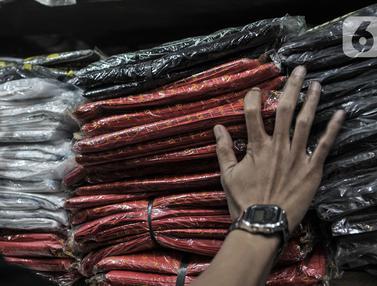 Nasib Pedagang Plastik