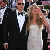 Brad Pitt ingin menuntaskan rasa bersalahnya pada Jennifer Aniston. (AFP/Bintang.com)
