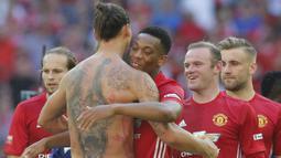 Anthony Martial. Striker berusia 25 tahun ini mengenakan nomor punggung 9 di awal kedatangannya di Manchester United pada 2015/2016. Musim berikutnya ia memberikan nomor tersebut kepada Zlatan Ibrahimovic yang baru didatangkan dan menggantinya dengan nomor 11. (Foto: AFP/Ian Kington)