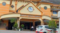 Dua orang pasien dinyatakan positif Covid-19 di RS Saiful Anwar Malang dengan seorang di antaranya meninggal dunia sebelum hasil uji laboratorium keluar (Liputan6.com/Zainul Arifin)