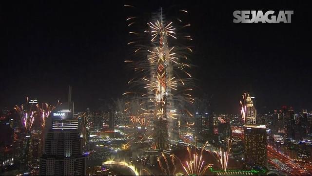 Berpusat di Burj Khalifa, masyarakat melewatkan pesta tahun baru dengan kemegahan kembang api spektakuler.