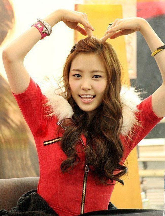Naeun Apink (via koreaboo.com)