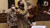 Menteri Dalam Negeri (Mendagri) Tito Karnavian bersiap mengikuti rapat dengar pendapat (RDP) dengan Komisi II di gedung DPR RI, Jakarta, Selasa (19/1/2021). Rapat tersebut membahas evaluasi pelaksanaan pemilihan kepala daerah (Pilkada) 2020 pada 9 Desember  lalu. (Liputan6.com/Angga Yuniar)
