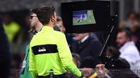 Manajer Arsenal, Arsene Wenger, mendukung penggunaan teknologi virtual assitance referee (VAR) di Premier League. (AFP/Marco Bertorello)