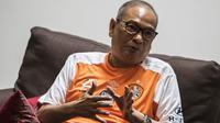Calon Ketua Umum PSSI, Rahim Soekasah, menjawab pertanyaan saat wawancara eksklusif di Jakarta, Selasa (16/10). Chairman Brisbane Roar ini menjadi satu dari delapan calon yang lolos seleksi. (Bola.com/Vitalis Yogi Trisna)