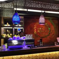 Ingin mencicipi minum jamu ala kafe? Datang saja ke Sentra Jamu Indonesia. (Bintang.com/Gadis Abdul)
