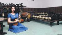Meski lahir dan besar di Amerika, Megan O'Donoghue pandai menyanyikan tembang Jawa (VOA/Dok: Megan O'Donoghue)