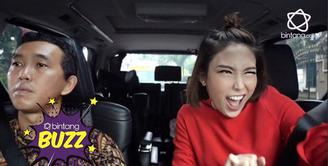 Hilangkan Stress, Ayu Dewi Lip Sync lagu India, netter salah fokus dengan sopirnya.