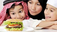 Jangan Marahi Anak yang Ketahuan Bohong dan Tidak Puasa | Copyright: Shutterstock.com