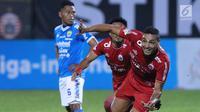 Pemain Persija , Jaimerson da Silva (kanan) merayakan gol ke gawang Persib pada lanjutan Go-Jek Liga 1 Indonesia 2018 bersama Bukalapak di Lapangan PTIK, Jakarta, Sabtu (30/6). Persija unggul 1-0. (Liputan6.com/Helmi Fithriansyah)