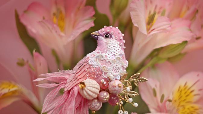 Terbuat Dari Manik Manik Burung Ini Begitu Unik Cantik