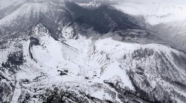 Gunung Berapi Dekat Resor Ski Jepang Erupsi, 15 Pengunjung Luka
