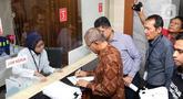 Tiga pimpinan KPK periode 2015–2019, Agus Rahardjo, Laode M Syarif dan Saut Situmorang bersama Koalisi Masyarakat Sipil Antikorupsi mendaftarkan pengajuan judicial review UU Nomor 19 Tahun 2019 tentang KPK di Gedung Mahkamah Konstitusi, Jakarta, Rabu (20/11/2019). (Liputan6.com/Helmi Fithriansyah)