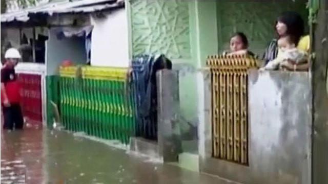Luapan sungai kampar telah menggenangi 19 kecamatan di kabupaten Kampar, hingga genangan di sejumlah ruas menyebabkan kemacetan di Jakarta.