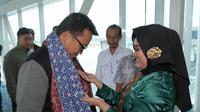Menpora Imam Nahrawi disambut Wakil Gubernur Abdul Fatah dan Sekda Yan Megawandi, tiba di Bandara Depati Amir, Pangkal Pinang, Provinsi Bangka Bilitung, Minggu (1/7)