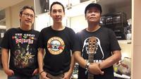 Edu Krisnadefa, Erwin Fitriansyah, dan Peksi Cahyo siap bernostalgia bersama Guns N' Roses. (Bola.com/Vitalis Yoga Trisna)