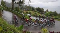 Sebanyak 91 pembalap akan menjalani etape V Tour de Singkarak 2018, Kamis (8/11/2018), dengan rute Kantor Bupati Limapuluh Kota dan berakhir di Kantor Bupati Kota Pasaman. (dok. Tour de Singkarak 2018)