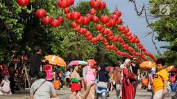 Pengunjung berlibur di berbagai tempat rekreasi di Ancol, Jakarta, Selasa (5/2). Libur Tahun Baru Imlek 2570 ancol masih menjadi tempat wisata pilihan untuk warga Jakarta dan sekitarnya. (Liputan6.com/Johan Tallo)
