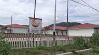 Kompleks huntara penyintas gempa Sigi di Desa Bora, Kecamatan Biromaru yang akan digunakan Pemdes setempat untuk isolasi warga desa yang berstatus ODP. (Foto: Liputan6.com/ Heri Susanto).