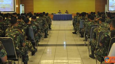 Citizen6, Surabaya: Usai dibuka Wadan Kobangdikal Brigjen TNI P.Verry Kunto. G, Waaspers Kasal langsung memberikan arahan tentang maksud dan tujuan pelaksanaan Safari Binpers. (Pengirim: Penkobangdikal)