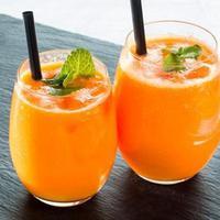 Es Sirup Rasa Jeruk untuk takjil berbuka puasa. foto: Shutterstock