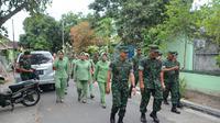 KSAD Jenderal TNI Mulyono bersama Ketua Umum Persit KCK Sita Mulyono menyambangi Mako Yonif 742/SWY di Lombok, NTB.