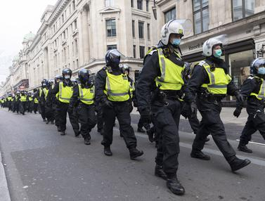 FOTO: Demonstran Anti Lockdown dan Polisi Bentrok di London
