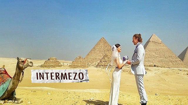 Sebuah pasangan dari Amerika Cheetah Platt dan Rhiann Woodyard akhirnya memilih untuk melangsungkan pernikahannya di setiap tempat yang mereka kunjungi di dunia.Awalnya pasangan ini bingung dengan tema pernikahan mereka Namun karena sama-sama memilik...