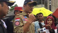 Menteri Sosial Juliari Batubara saat meninjau banjir di Ciledug, Tangerang. (Merdeka.com/Muhammad Genantan Saputra)