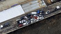Tabrakan beruntun melibatkan lebih dari 60 mobil terjadi di jalan raya utama Virginia, Amerika Serikat. (AP)