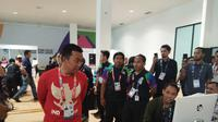 Menpora Imam Nahrawi saat meninjau Main Press Center Asian Para Games 2018. (Liputan6.com/Cakrayuri Nuralam)