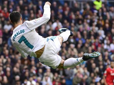 Penyerang Real Madrid, Cristiano Ronaldo memimpin top scorer sementara untuk timnya dengan koleksi 15 gol disemua level kompetisi.  (AFP/Pierre-Philippe Marcou)