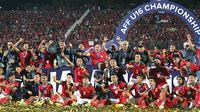 Pemain Timnas Indonesia U-16 merayakan juara Piala AFF U-16 2018 di Gelora Delta Sidoarjo, Sabtu (11/8/2018). (Bola.com/Aditya Wany)