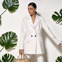 Tengok beberapa inspirasi fashion berikut yuk, biar ke kantor jadi simpel nggak pakai ribet.