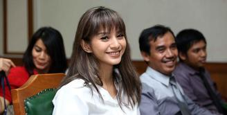 Kirana Larasati resmi menjadi janda sejak hari ini, Kamis (13/7).