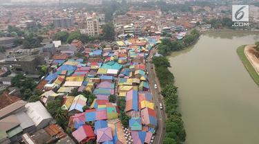 Masyarakat dapat melihat keunikan dari Kampung Bekelir ini yang lokasinya persis berada di Jalan Perintis Kemerdekaan sepanjang bantaran Sungai Cisadane.