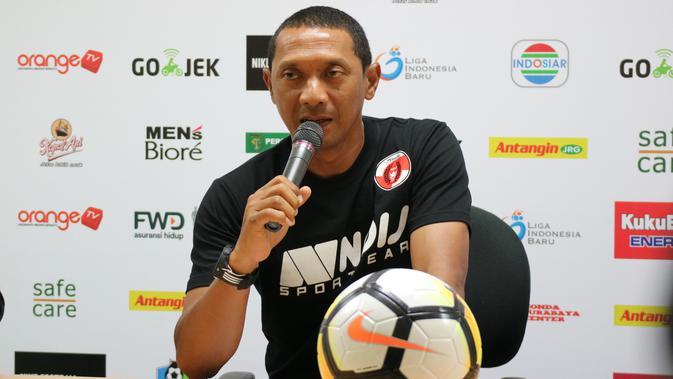 Pelatih Perseru Serui, Putu Gede Dwi Santoso, mengomentari perbedaan yang terlihat dalam tim Persebaya Surabaya. (Bola.com / Aditya Wany)