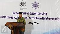Ketua Umum PP Muhammadiyah Haedar Nasir menyampaikan kata sambutan di Jakarta, Senin (16/5). Nota kesepahaman tersebut dilakukan untuk menjalin kerjasama dalam bidang pembangunan toleransi, pluralisme, dan HAM. (Liputan6.com/Immanuel Antonius)