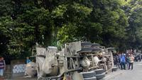 Kecelakaan truk molen timpa angkot di Bogor, Selasa (17/2/2018). (Liputan6.com/Achmad Sudarno)