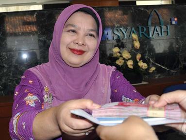 BCA Syariah memberikan kejutan yang istimewa di Hari Pelanggan Nasional, Jakarta (9/4/2014) (Liputan6.com/Miftahul Hayat)