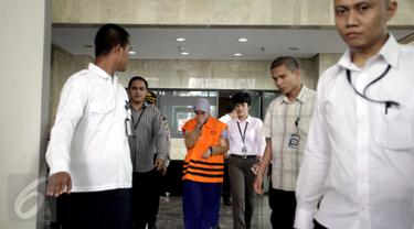 Jaksa Pidana Khusus Kejati Jabar, Devianti Rochaeni (tengah) usai jalani pemeriksaan, Gedung KPK, Jakarta , (11/4).KPK menetapkan Kejati Jabar terkait Operasi Tangkap Tangan (OTT) dengan Barang bukti uang sejumlah Rp 913 juta. (Liputan6.com/Helmi Afandi)